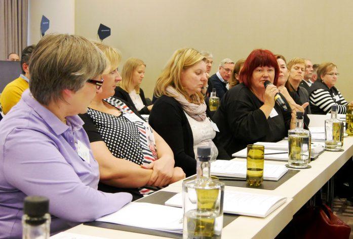 Aus dem Bereich der Pflege kamen etliche Wortmeldungen mit Schilderungen von Arbeitsbedingungen und Anforderungen.
