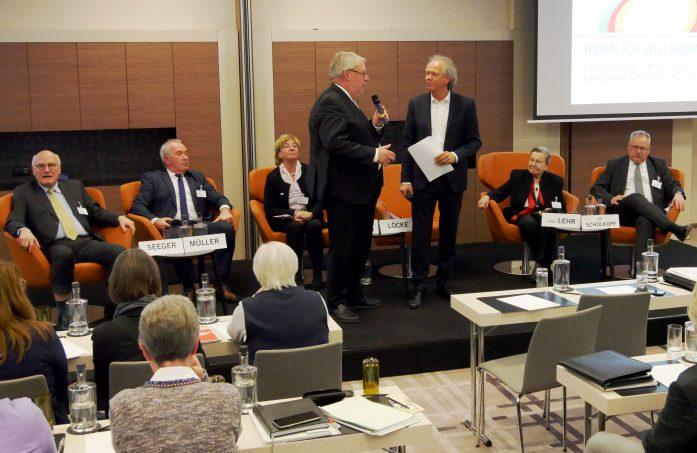 Podiumsdialog: Ist eine bauliche Qualitätssicherung im Rahmen der ambulanten Pflege notwendig?